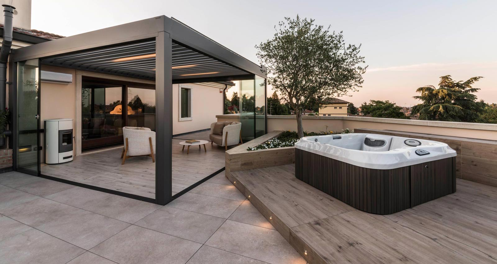 Wood and stone in an innovative outdoor refurbishment project using porcelain stoneware