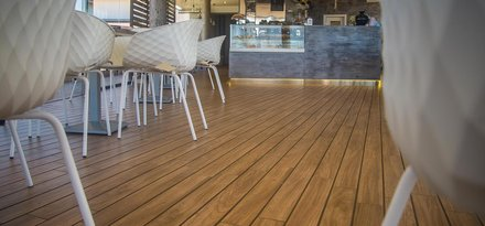The wood effect in the interior and exterior spaces of a terrace facing the Mediterranean